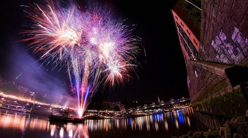 Feuerwerk zum Abschluss der Maritimen Woche in Bremen