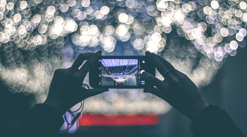 photography-taking-picture-display-smartphone